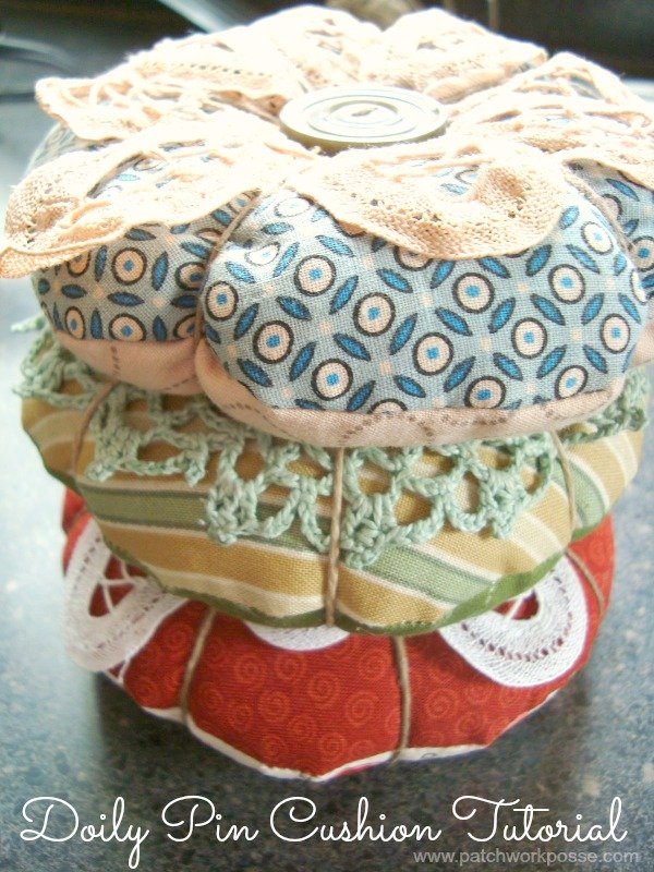 Top your pin cushion with a doily! Tutorial / patchworkposse.com #pincushion #tutorial