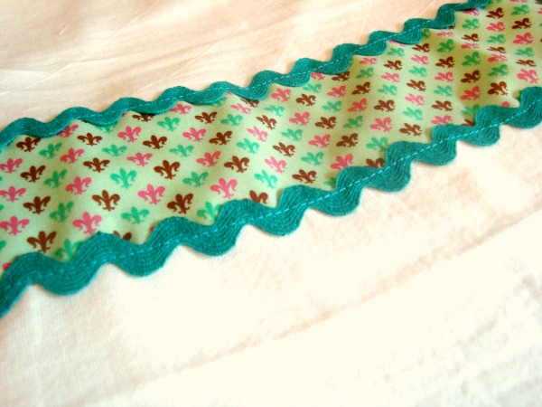 cutesy up your kitchen towell tutorial  easy sewing project   patchworkposse