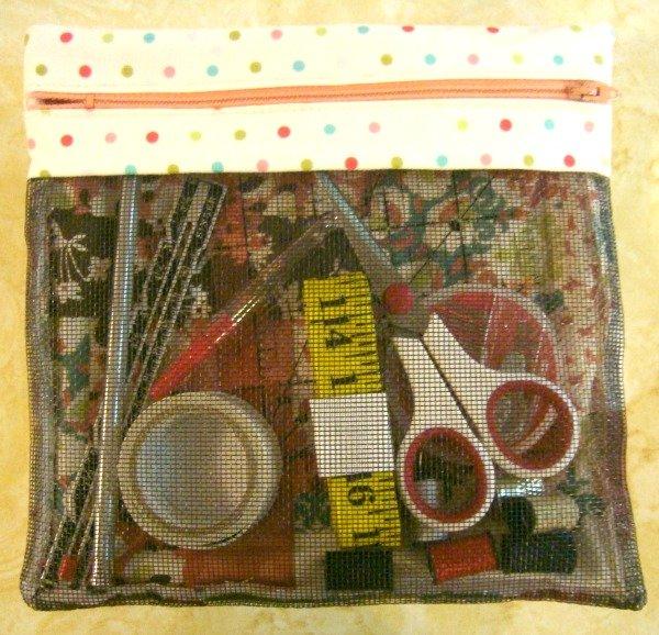 zipper bag tutorial using quilt blocks / patchwork posse