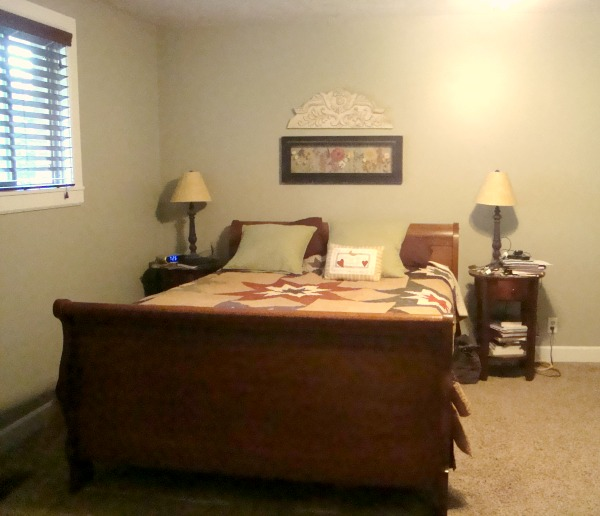 master bedroom layout of bed and sidetables