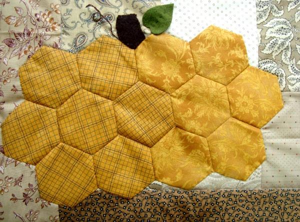 hexagon quilt tutorial with pumpkins