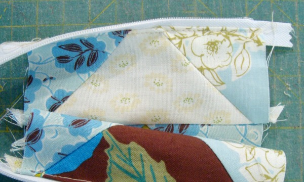 sew the zipper to the top of the quilt block