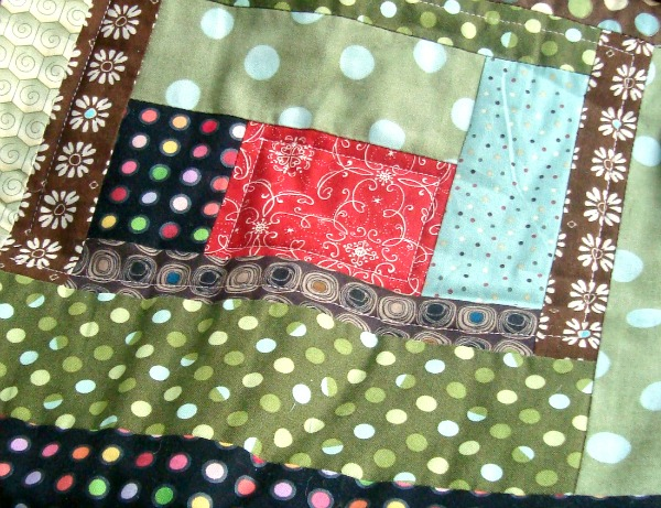 heating pad cover tutorial. Use a quilt block to sew it up quick! Tutorial- patchworkposse.com