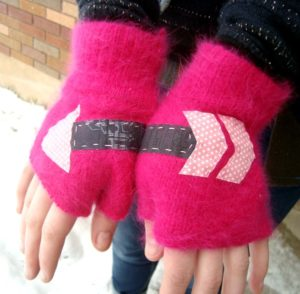 fingerless gloves pattern - make them custom sized! PatchworkPosse #freepattern #winter #textinggloves