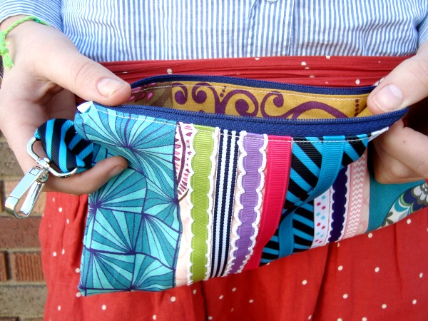 Ribbon wristlet clutch tutorial   #freepattern #clutch   patchwork posse