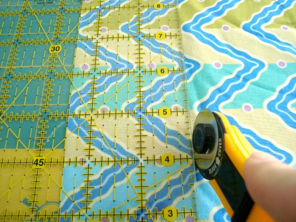 cutting-fabric-strips2