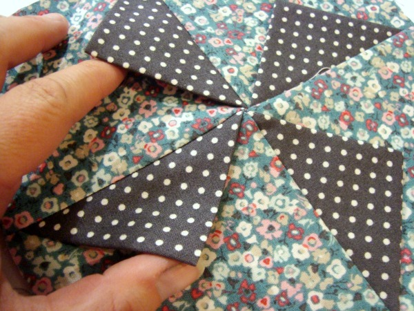 3-D Prairie Point Pinwheel Quilt Block Tutorial   patchworkposse   easy sewing projects and free quilt patterns