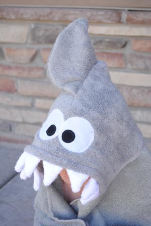 Sharkhoodedtowelpattern