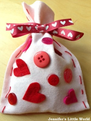 Felt-Valentines-Day-heart-bag-2_zpsdd45e162