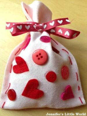 Felt-Valentines-Day-heart-bag-2_zpsdd45e162