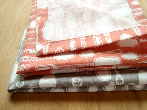 easy fabric napkins tutorial | patchworkposse #easysewingproject #holiday #freepattern