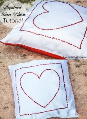 full_8067_83165_SequinedHeartPillow_1