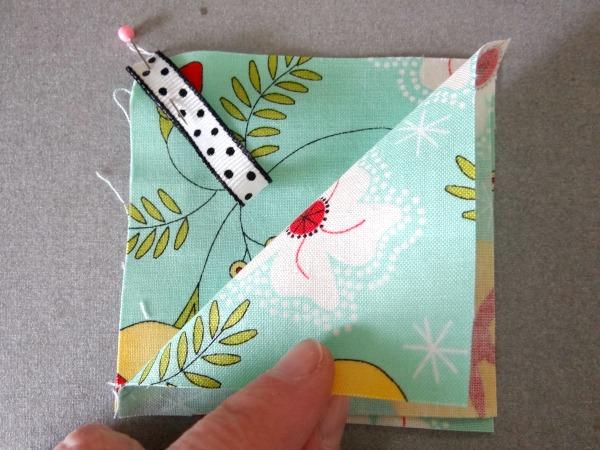 1 pin ribbon in corner