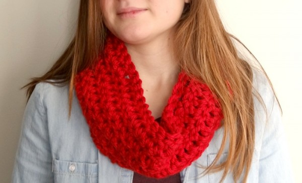 learn how to crochet a cowl.  Simple and cute
