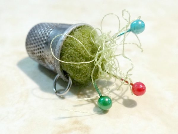 Pin cushions are seriously one of my favorite things.  They are so simple to make and you can explore so many options to incorporate.  One of them- the thimble. #pincushion #freepattern #tutorials