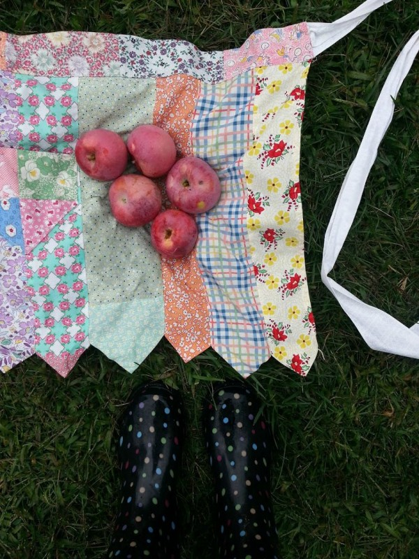 apron with apples and boots1