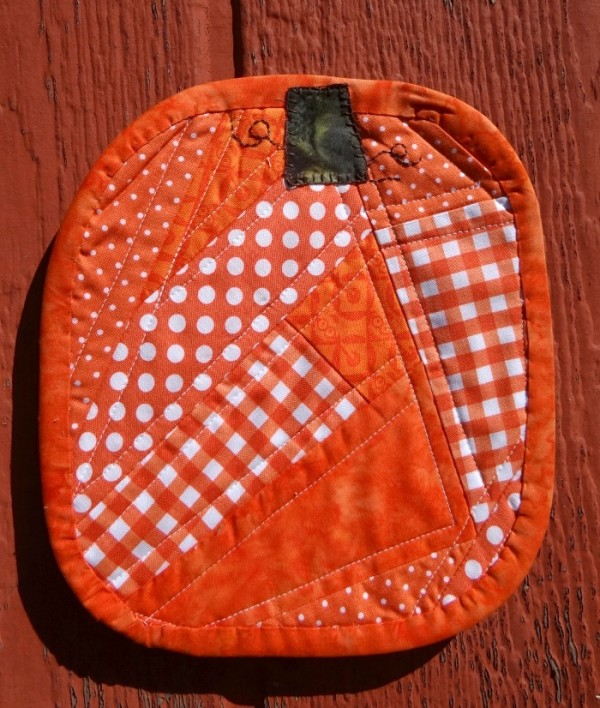 pumpkin mug rug with binding