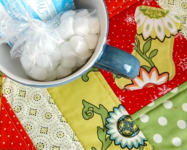 mug rug for gifts | handmade holidays series