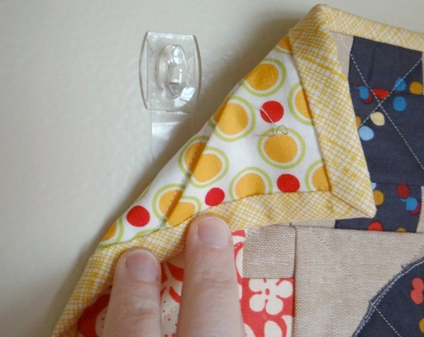 quilt hanger with hooks