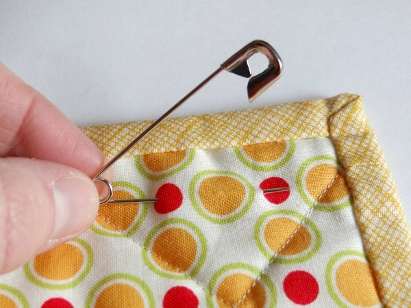 safety pin to hang your mini quilt