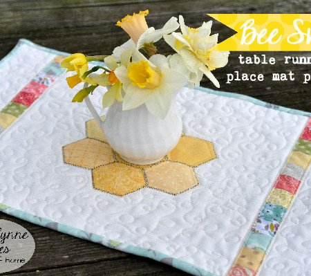 Bee Sweet Placemat pattern for the online quilt group. join now to have access! www.quilt-group.com