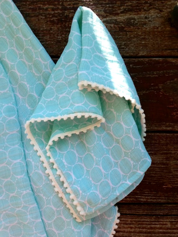 double gauze baby burp cloth tutorial with pom pom edges - so super cute!