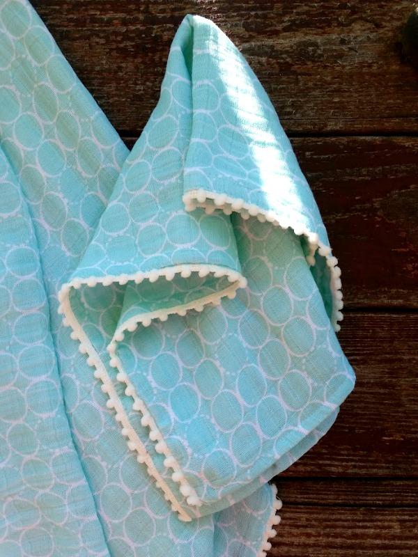 double gauze baby burp cloth tutorial with pom pom edges - so super cute!