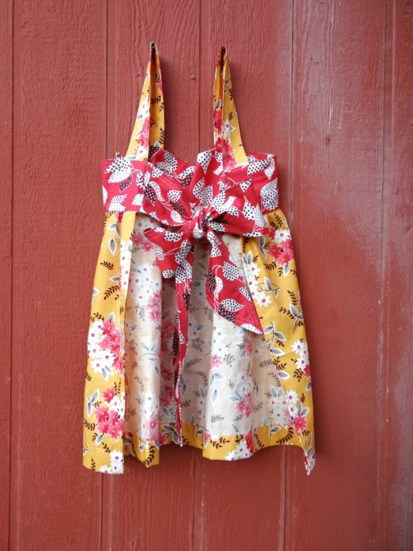 tie back of the smock apron