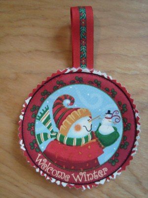 fussy cut fabric ornaments - quick and cute ornaments to make for the holidays. use holiday panels!